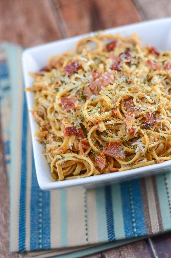 This Sun-Dried Tomato Pesto Pasta tastes amazing! The pasta is covered ...