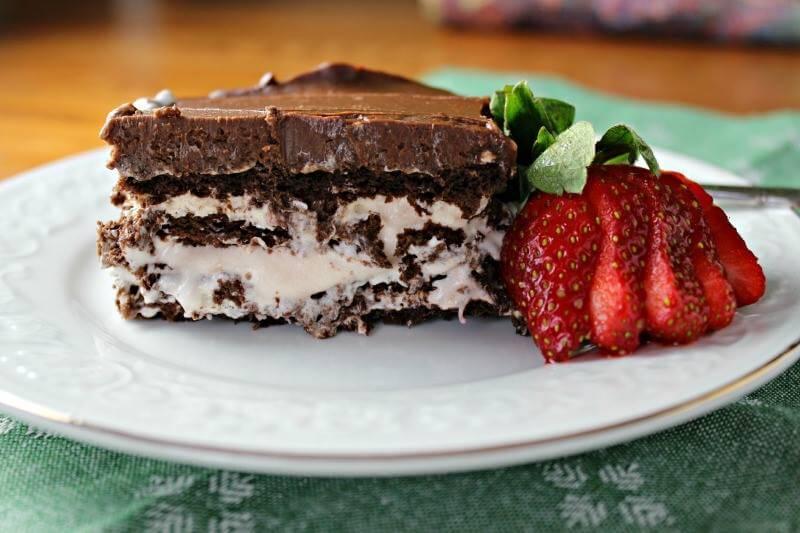 Chocolate-Strawberry-Eclair-Dessert