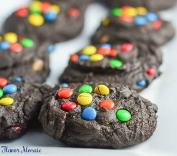 Mini-M&M Chocolate Cookies