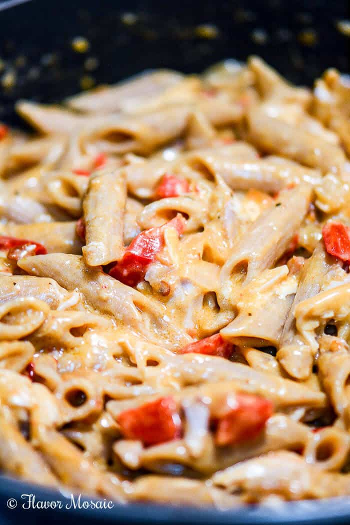 Cheesy Sun Dried Tomato Pesto Chicken and Pasta