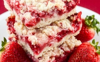 These Easy Strawberry Crumb Bar Recipe