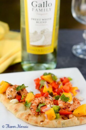 Sweet and spicy Mango Habanero Shrimp Flatbread Pizza Appetizer is healthy and delicious.