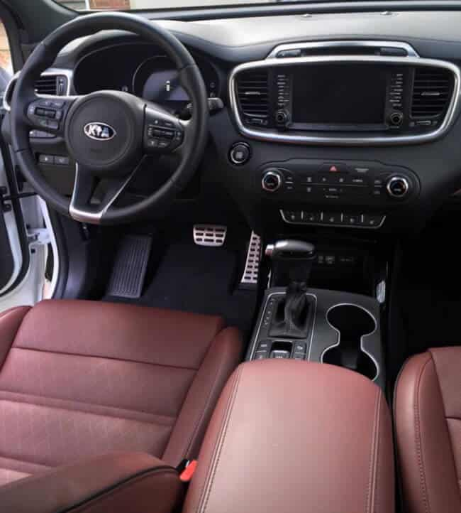 2016 Kia Sorento AWD Dashboard and Interior